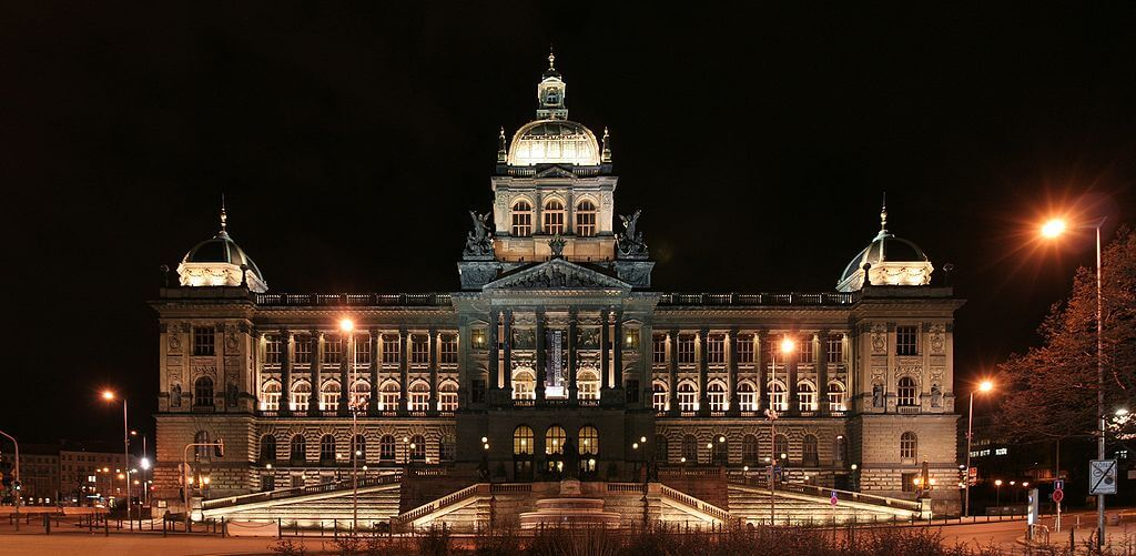 national-museum-prague-main-building-at-night