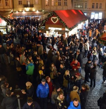 prague-christmas-markets-at-night