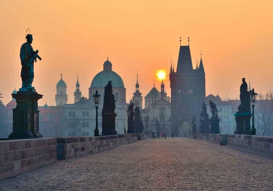 charles-bridge-prague-sunset
