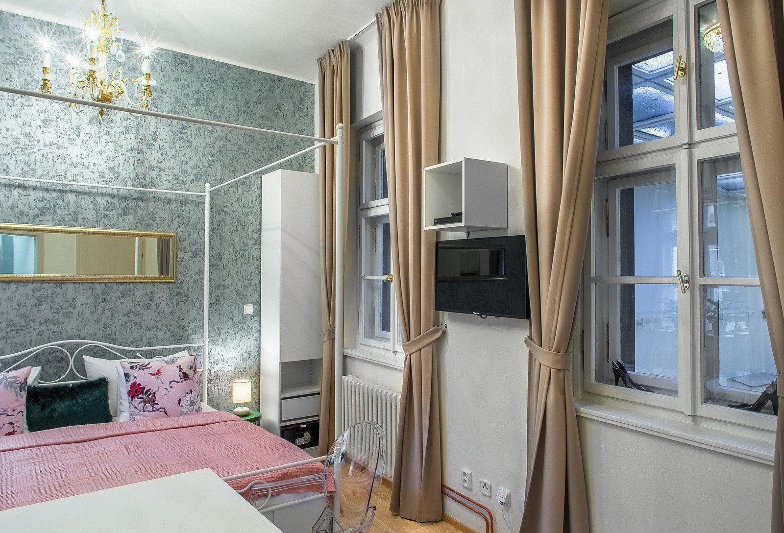 7 tales suites studio cinderella prague residence for Royal boutique residence prague