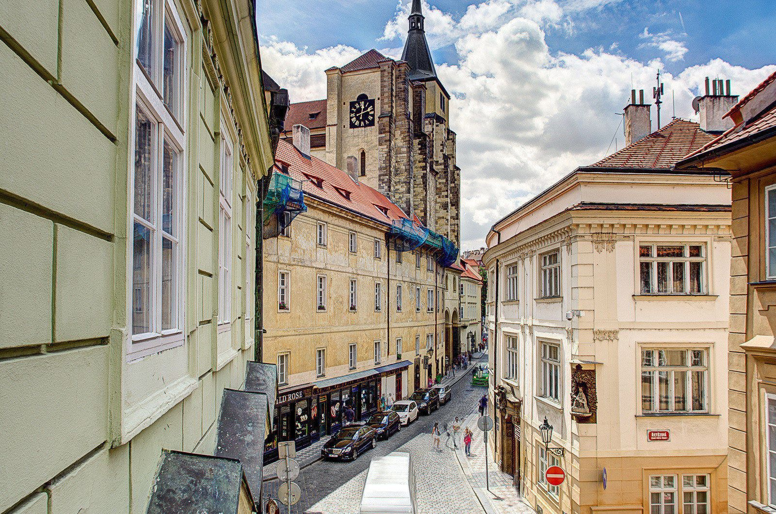 Royal route mansions ein schlafzimmer appartement for Royal boutique residence prague